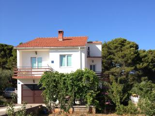 4 bedrooms holiday house Viola, step to the beach, Muline