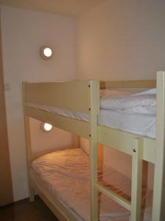 Small bedroom/cabine with bunkbed