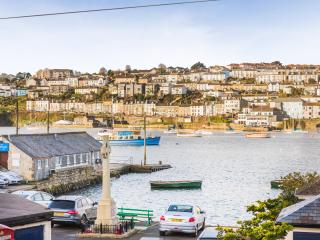 Quay View, a wonderful Cornish waterfront cottage, Flushing