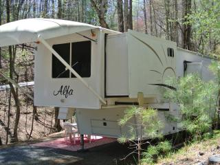 Alpha 37ft 5th Wheel  stationary, Ellijay