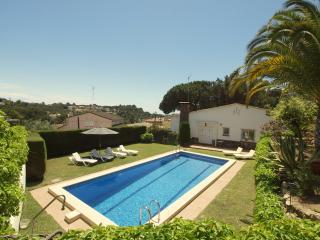 Villa Mestral, private pool and walking distance to beach!