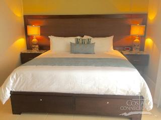 Pacifico L806 - 3 Bedroom 2 Bathroom Condo