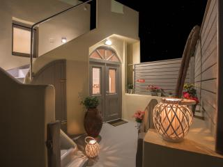"""Love Nest Villa"" with indoor Hot Tub & Hammam, Akrotiri"