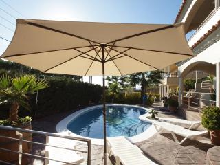 Villa Grace, modern large villa with lovely views!, Blanes