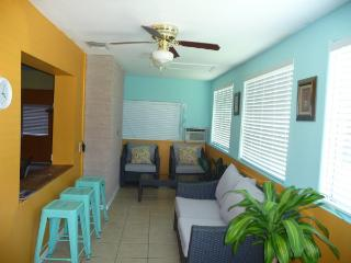 WHITING HOUSE 119 E WHITING: 3 BED 2 BATH, Port Isabel