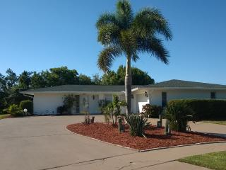 Tropical Pool Home Near Siesta Key, Pet Friendly!, Sarasota