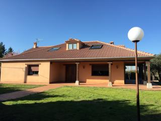 Gran casa con piscina a 79km de Madrid, Ortigosa del Monte