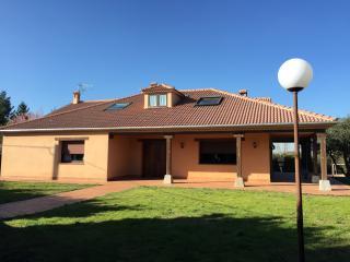Gran casa con piscina a 79km de Madrid