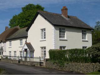 Somerleigh, large period cottage with hot tub, Kings Nympton