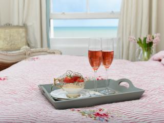 La vie en Rose, SEAVIEW APARTMENT