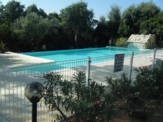 3 Charming apts 2-4pers-7x14m2 pool-5mins 5*beach, Pinarellu