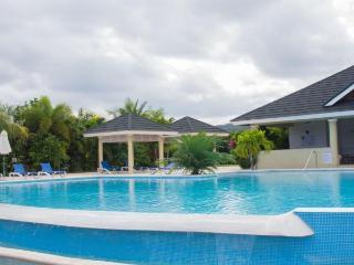 Sunny Escape Villa :Close to Beaches and Restaurants
