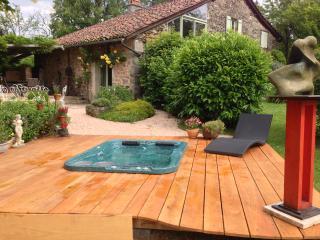 Maison piscine jaccuzzi au bord des bois, Saint-Cere