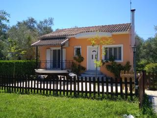 Cozy Villa -4 beds in a green surrounding in Corfu, Lefkimi