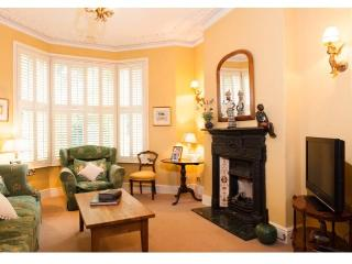 Beautiful Victorian House/Garden. Central location, Cardiff