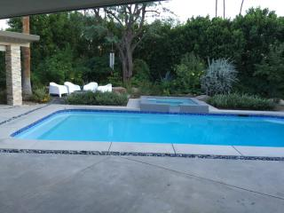 Perfect! PS Home Views 3 Bed/3 Bath/HOTTUB/FirePit, Palm Springs