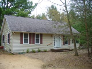 Cozy cottage near Meinert Park and Lake Michigan!