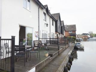 Kingfisher Lure Two bedroom holiday cottage in Wroxham, Norfolk