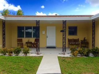 Casa Palms: 4 bedroom 2 bath home w/private pool, Fort Lauderdale