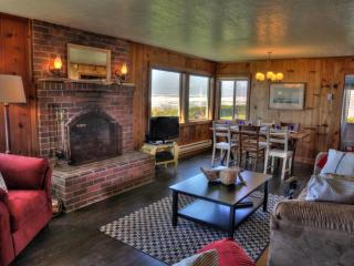 Oceanfront Home on Miles of Sandy Beach! Gameroom!, Yachats