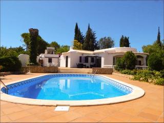 Stunning vila w/ private pool in the sunny Algarve, Portimao