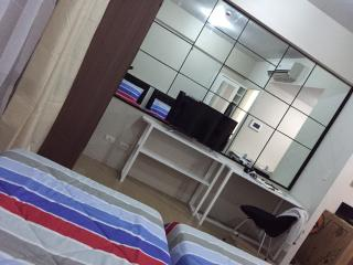 B&B NEWPORT CITY CONDOTEL (ACROSS NAIA 3)