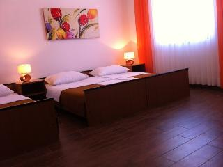 Th01266 Pansion Odmor / Room S15, Rovanjska