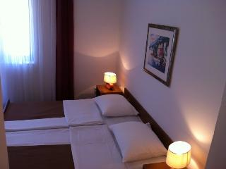 TH01266 Pansion Odmor / Room S18, Rovanjska