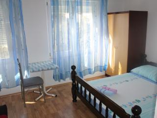 TH01658 Apartments Nevenka / Triple room S4, Dugi Rat