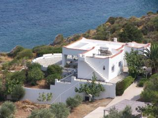 ANEMOSTROVILOS-ROMANTIC HONEYMOON VILLA- CHIOS, Kardamyla