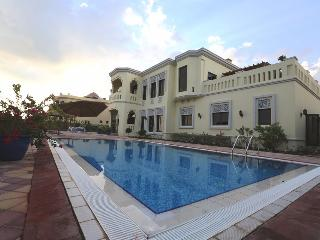 Luxurious Holiday Homes Villa in Palm Jumeirah