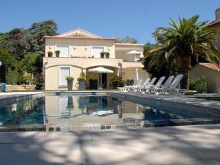 Dans villa appartement 4p avec piscine a 10 mn de la mer et de la zone pietonne