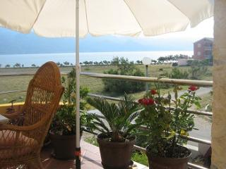 Apartment Bernarda 1 only 50m from the beach, Razanac