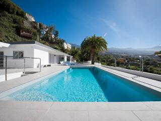 LUXURY VILLA WITH POOL TENERIFE  TF13, La Orotava