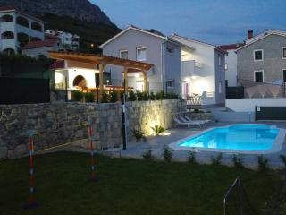 House with heated pool-panorama wiew-Split-Kucine