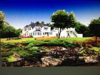 Spectacular Views! Vintage waterfront Cottage!!, Wiscasset