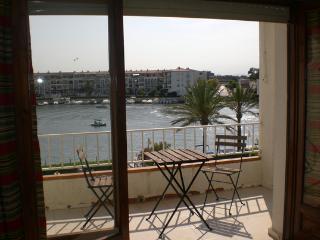 A-T 0003 Apartamento con piscina comunitaria, Empuriabrava