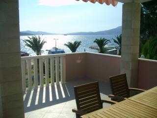 Geat sunny apartment  near Trogir, Okrug Gornji