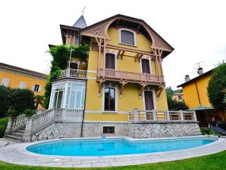 Marvellous villa with pool in the village center, Porto Valtravaglia
