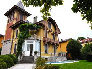 Marvellous villa with pool in the village center