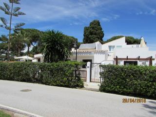 2/3 Bed Villa. Beach side, Pool, Jacuzzi, Luxury,