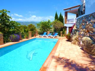 5 Bedroom Villa with Heated Pool in La Herradura