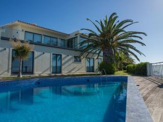 Zula House - Wonderfull Sea Views & Swimming Pool, Caniço