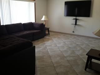 3 bedroom, 5 minutes to the Strip, Bball, BBQ,, Las Vegas