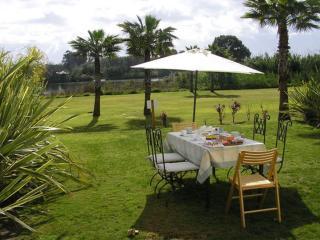Lujoso apartamento, jardín privado, vistas río, San Roque