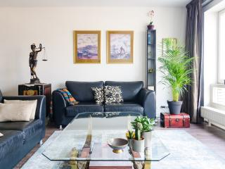 Modern, URBAN 2-BR apartment for 4 guests, Amsterdam