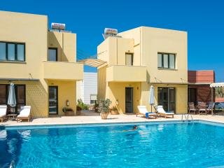 3 Villas, Close to Beach, Pool, Seaview, Maleme