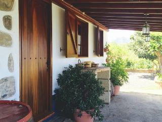 """Folk House, """"Casa Los Hinojales"""", La Tierra del Trigo"""