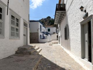 Keresbinohydra townhouse 105m2 with patio, Hydra Town