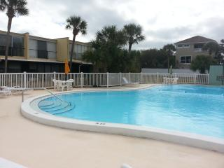 Casino's Paradise by the Sea Private Beach 3 pools, Ormond Beach